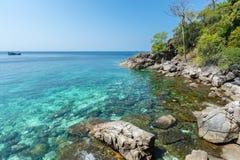 Lagoa tropical impressionante completamente da água claro de turquesa Imagens de Stock