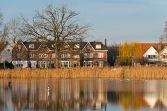 Lagoa Tuindorpbad no centro de Hengelo foto de stock royalty free