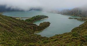 Lagoa tun Fogo, einen vulkanischen See in Sao-Miguel-Insel lizenzfreies stockbild