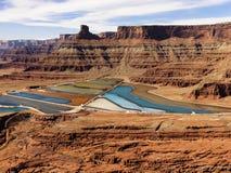 Lagoas da pedra saliente na paisagem Craggy Fotos de Stock