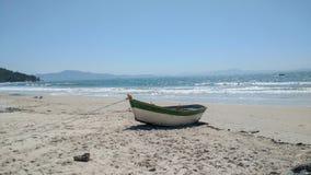 Lagoinha de bateau de Luar de prata faire de peur que plage dans Florianopolis Brésil image stock