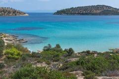 Lagonisi海滩海景在Sithonia半岛,哈尔基季基州,希腊的 免版税库存图片