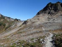 Lagopède alpin Ridge Trail dans la chute Photographie stock