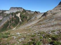 Lagopède alpin Ridge Trail dans la chute Image stock