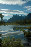 Lagos bermellones, Banff Alberta Canada. Foto de archivo