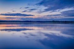 Lagos bielorrusos Braslav del parque nacional en la puesta del sol durante verano Imagen de archivo libre de regalías