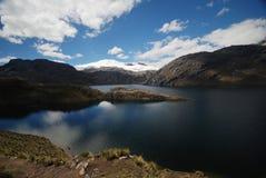 Lagos e montanhas em Peru fotografia de stock