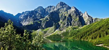 Lagos glaciales hermosos en las montañas polacas de Tatra Imágenes de archivo libres de regalías