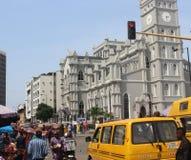 Lagos-Leute und -busse bei Marina Street, CMS, Lagos Nigeria lizenzfreies stockfoto
