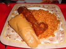 Lagos Nigéria, o 31 de agosto de 2016: guloseima especial & x28; moimoi, arroz e kpomo Fotografia de Stock