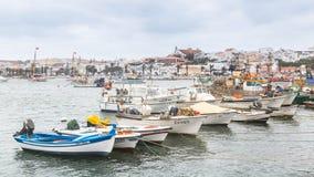 Lagos Portugalia, Kwiecień, -, 21, 2017: Obdrapane łodzie rybackie wewnątrz zdjęcie stock