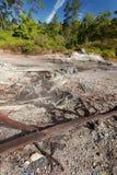 Lagos sulfurosos cerca de Manado, Indonesia fotos de archivo