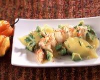 Lagosta Spiny e salada de fruta exótica fotos de stock