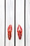 Lagostins cozinhados O vermelho ferveu lagostas no fundo rústico de madeira branco Estilo rústico Y fotos de stock