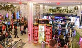 Lagret för Macy ` s Herald Square dekorerade för jul Fotografering för Bildbyråer