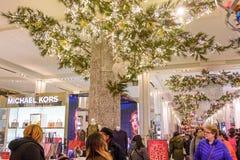 Lagret för Macy ` s Herald Square dekorerade för jul Royaltyfri Bild