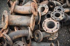 Lagring av kloakrörmonteringar, gjutjärnrörmonteringar Fotografering för Bildbyråer