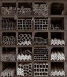 lagring för hyllor för metallstänger Arkivfoto