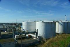Lagringsbehållare för vit olja Arkivfoto