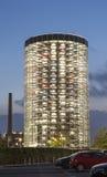 Lagringsbyggnad för nya VW-bilar Arkivfoto