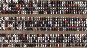 Lagringsparkering med nya bilar Arkivfoton