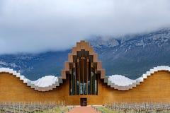 Laguardia, Alava, Spagna 30 marzo 2018: Il dettaglio dell'entrata alle cantine del premio di Rioja ha chiamato Ysios, lavoro dell Immagine Stock