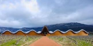 Laguardia, Alava, Spagna 30 marzo 2018: L'entrata alle cantine del premio di Rioja ha chiamato Ysios, lavoro dell'architetto spag Immagini Stock Libere da Diritti