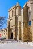 Laguardia Alava, Spanien Mars 30, 2018: Medeltida ingångsdörr till byn som lokaliseras i kyrka-fästningen av San Juan av blandat royaltyfri foto