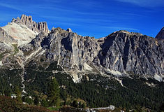 Laguazoi Grande, Cima Falzarego, Col De Bos, Rozes osiąga szczyt Fotografia Royalty Free