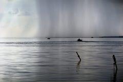 Lagun för fiskarefartygsolnedgång Arkivbild