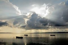 Lagun för fiskarefartygsolnedgång Royaltyfri Fotografi
