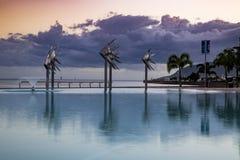 Lagun, rösen ovanför den härliga naturen för morgonen för guld för fågeloklarhetsfärger tidiga klipska stiger den angenäma tysta  Royaltyfri Fotografi