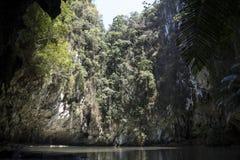 Laguna пряча в горе утеса karst Тонна Sai, Таиланд Стоковые Фотографии RF