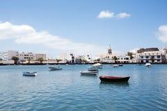 Laguna avec des bateaux à Arrecife, Lanzarote Photo libre de droits