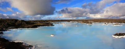 Laguna azul panorámica imagen de archivo libre de regalías