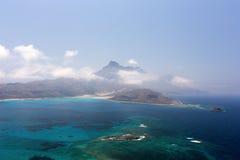 Laguna azul y las montañas Foto de archivo libre de regalías