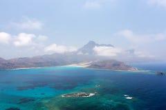 Laguna azul y las montañas Fotografía de archivo libre de regalías