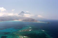 Laguna azul y las montañas Imágenes de archivo libres de regalías