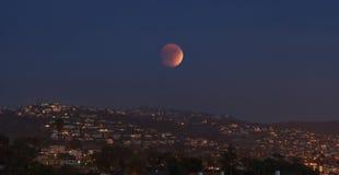 Laguna Beach, opinión de California Crescent Bay de la luna de la sangre Imagen de archivo libre de regalías