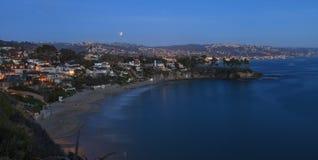 Laguna Beach, opinión de California Crescent Bay de la luna de la sangre Foto de archivo
