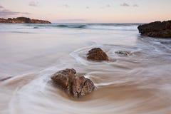 Laguna Beach-Sonnenuntergang an der Kristallbucht Lizenzfreies Stockbild