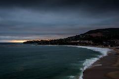 Laguna Beach tijdens Avond Stock Foto's