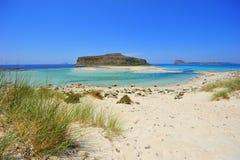 Laguna blu e dune di sabbia bianche Fotografie Stock