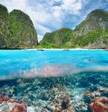 Laguna con la opinión subacuática del arrecife de coral Fotos de archivo