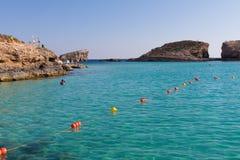 Laguna cristalina de los azules turquesa Fotos de archivo