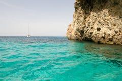 Laguna cristalina en la isla de Comino, Malta Imágenes de archivo libres de regalías