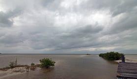 Laguna de deterioro abandonada de Chachmuchuk del muelle del barco en Isla Blanca Cancun Mexico Foto de archivo