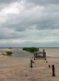 Laguna de deterioro abandonada de Chachmuchuk del muelle del barco en Isla Blanca Cancun Mexico Imágenes de archivo libres de regalías