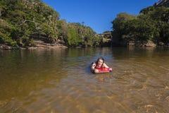 Laguna de la playa de la natación de la muchacha Imagen de archivo libre de regalías