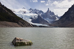 Laguna de los tres с Fitz Roy на задней части Стоковая Фотография